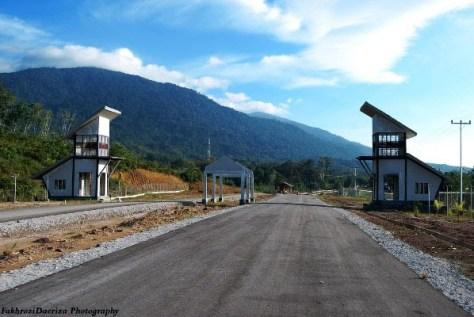 jalan-perbatasan-kalimantan-malaysia