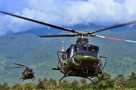 Latihan Tempur, Heli Bell Unjuk Kebolehan Menggempur Gunung Biru Poso