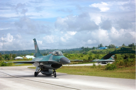 Pesawat F-16 di Manuhua Biak