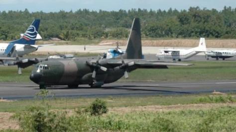 pesawat hercules-milik-tni-angkatan-udara-mendarat