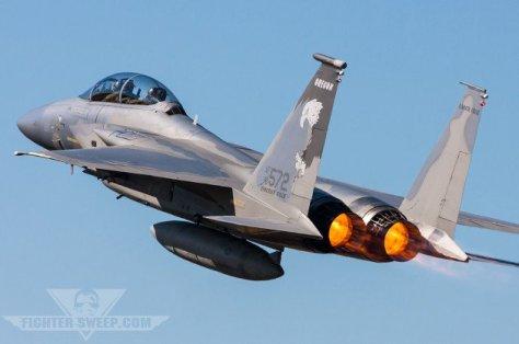 pesawat f-15