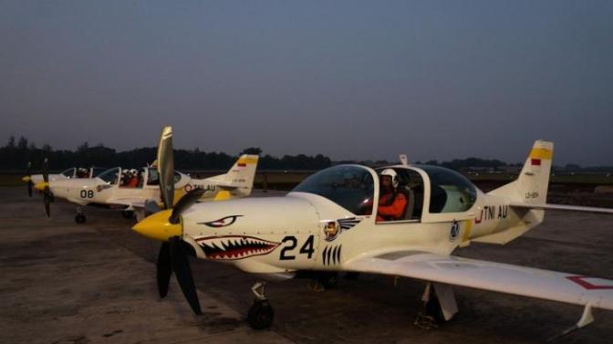 Pesawat Tempur Melintas di Langit Yogyakarta Malam Hari