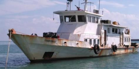 Kapal survei GT 90 berbendera Indonesia di perairan laut Tanjung Kalian