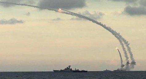 Kapal Perang Rusia Luncurkan Rudal Kalibr