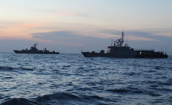KRI jajaran Komando Armada RI Kawasan Barat (Koarmabar) yang sedang dalam pelayaran lintas laut melaksanakan Latihan Geladi Tugas Tempur (Glagaspur) Tingkat III L-3 Tahun 2016
