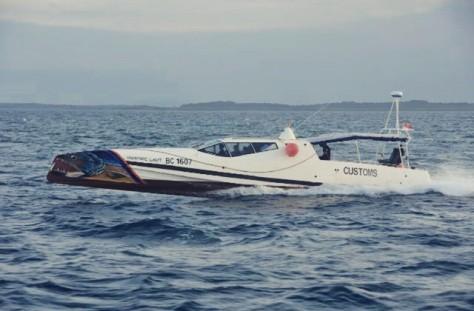 Speed Boat Bea Cukai Vanpire Laut