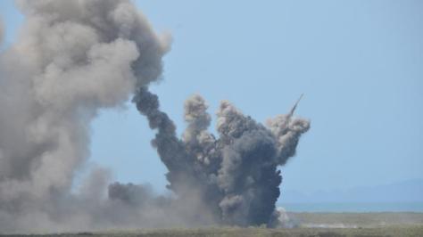 bom-dijatuhkan-pesawat-tempur-tni-au-20160921-dispenau