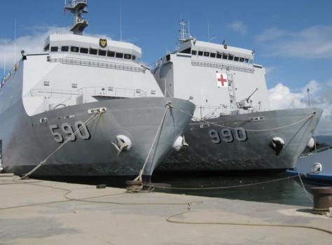 lpd-kri-makassar-590-bersama-kapal-rumah-sakit-kri-dr-soeharso-990-eks-lpd-kri-tanjung-dalpele