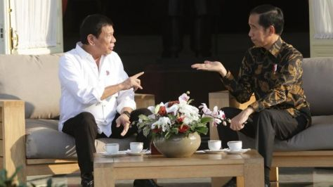 rodrigo-duterte-left-talks-with-his-indonesian-counterpart-joko-widodo-ap