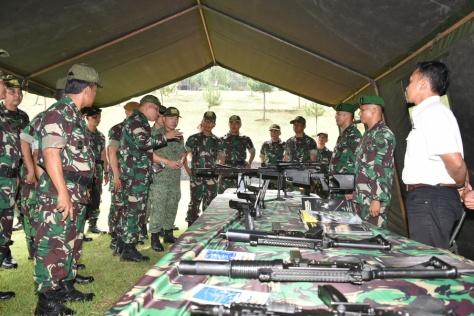 senjata-pindad-di-safkar-indopura-28-2016