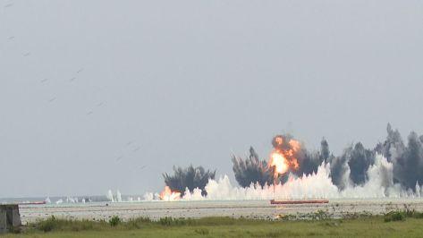 bom-dijatuhkan-pesawat-tempur-tni-au-di-angkasa-yudha-2016