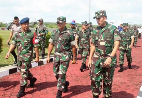 panglima-tni-jenderal-gatot-nurmantyo-tengah-saat-meninjau-pembangunan-pangkalan-militer-di-natuna-batampos