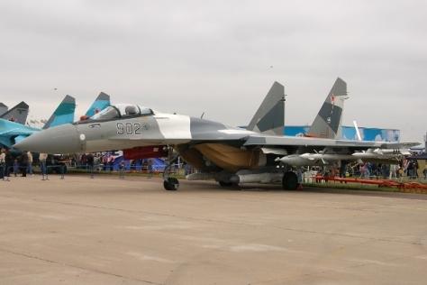 su-35s-at-maks-2009-airshow-lci