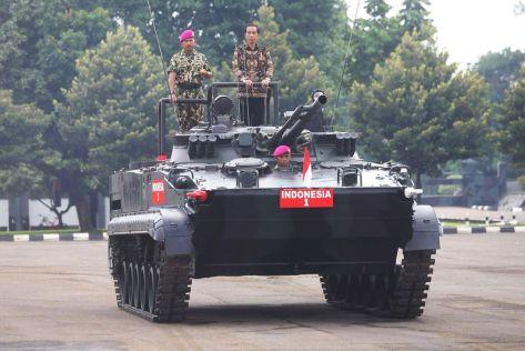 bmp-3f-marinir-dengan-presiden-joko-widodo