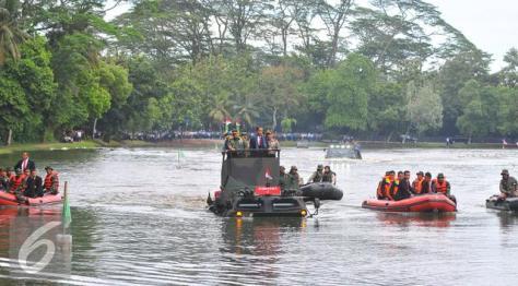 anoa-2-amphibious-dan-presiden-joko-widodo-ketika-membuka-rapim-tni-liputan6-2