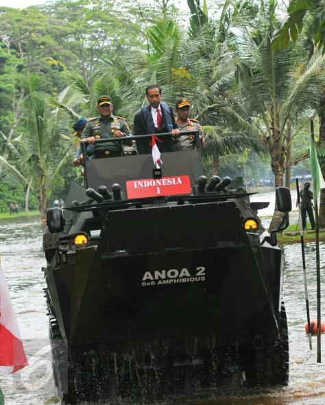 anoa-2-amphibious-dan-presiden-joko-widodo-ketika-membuka-rapim-tni-liputan6-7