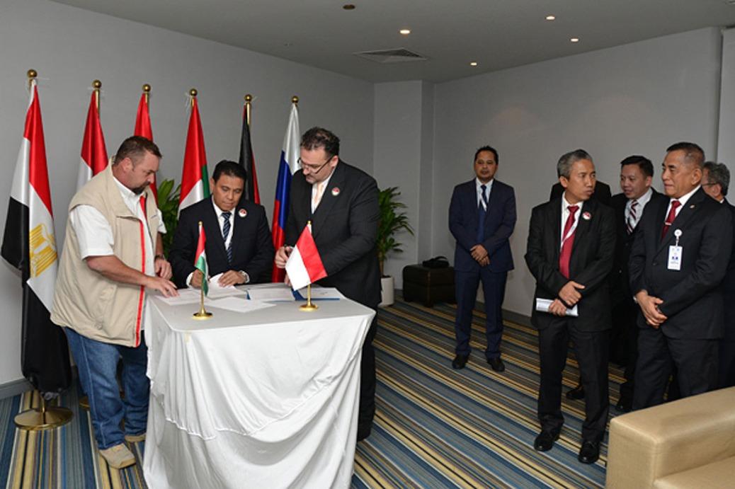 kerjasama-pt-pindad-dengan-dua-perusahaan-industri-pertahanan-uni-emirat-arab-yakni-caracal-dan-al-seer-kemhan