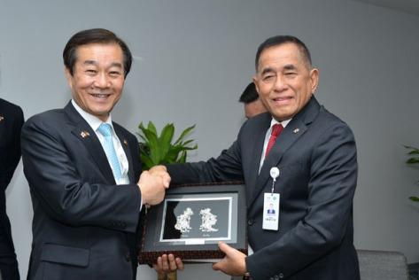 ryamizard-ryacudu-melakukan-pertemuan-bilateral-dengan-wamenhan-korea-selatan-minggu-19-2-di-abu-dhabi
