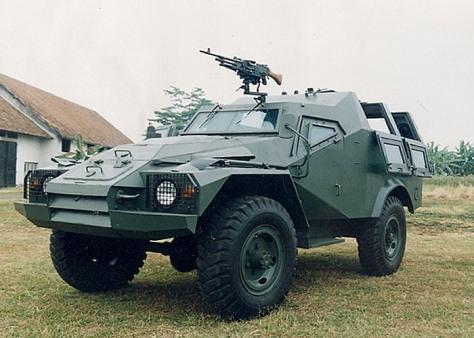 BTR-40 Retrofit dengan senjatan GPMG 7,62 mm tanpa kubah. (indomil)