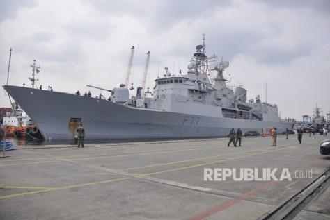 HMNZS Te Kaha Merapat di Pelabuhan Tanjung Priok (republika)