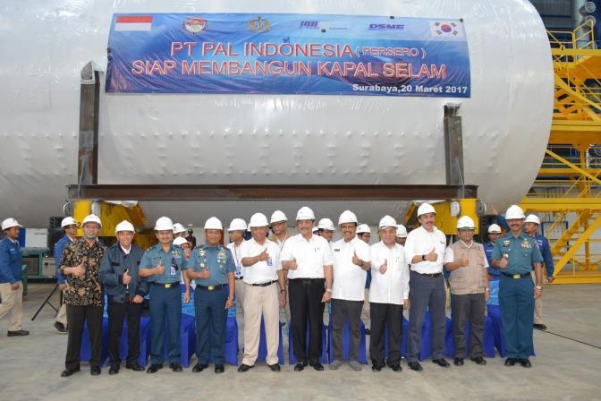 Menko Kemaritiman Tinjau Pembangunan Sarana Prasarana Kapal Selam PT PAL