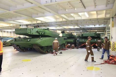 Leopard 2 RI 27 Maret 2017 (keris) 1