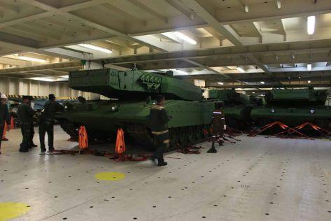 Leopard 2 RI 27 Maret 2017 (keris)