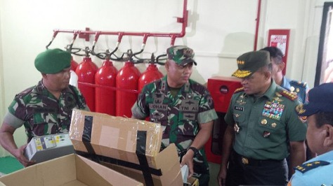 Gatot Nurmantyo saat di battery room Landing Station PT Sacofa Kamis 06042017