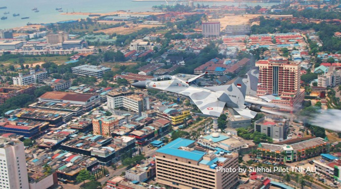 Jet Tempur TNI AU Malang Melintang di Langit Jakarta