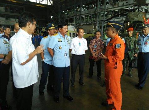 KSAU Marsekal TNI Hadi Tjahjanto melakukan kunjungan kerja ke PT. DI yang diterima oleh Direktur PT.DI DR. Budi Santoso di Bandung.