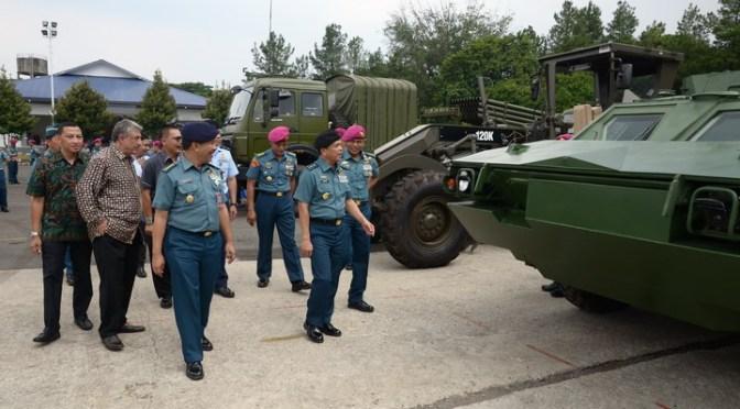 Kemenhan Serahkan Meriam Arhanud, MLRS, BTR-4 dan Peralatan Lain Untuk Marinir