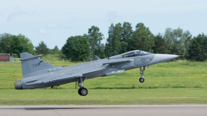 'First Flight' Pesawat Tempur Gripen E (Photo)