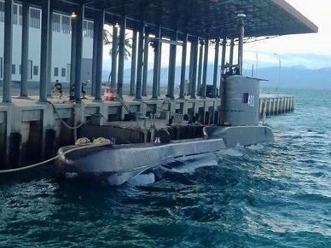 KRI Nanggala - 402 yang sedang melaksanakan operasi Trisula merupakan pertama kali sandar di dermaga Sionban Kapal Selam Lanal Palu. (Hendry Bayu)