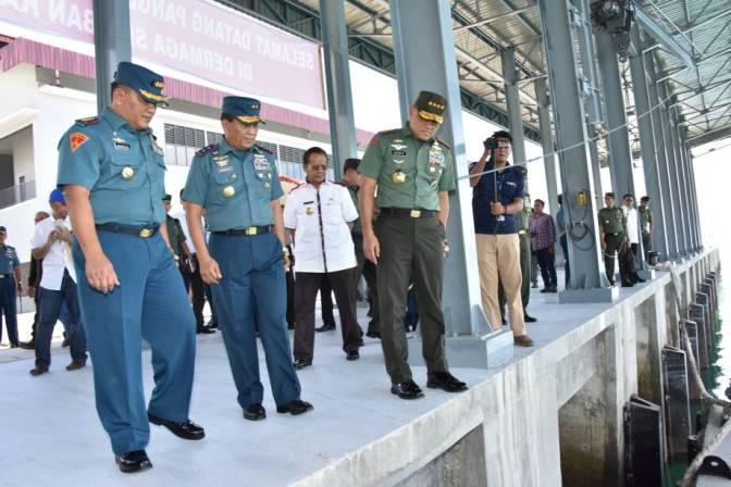 Panglima TNI Tinjau Dermaga Sionban Kapal Selam Di Lanal Palu