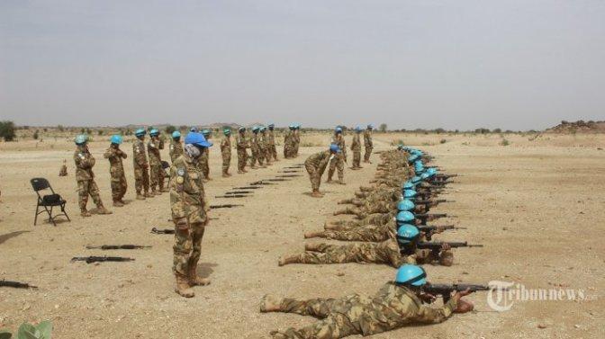 Pasukan Garuda Latihan Menembak di Sudan