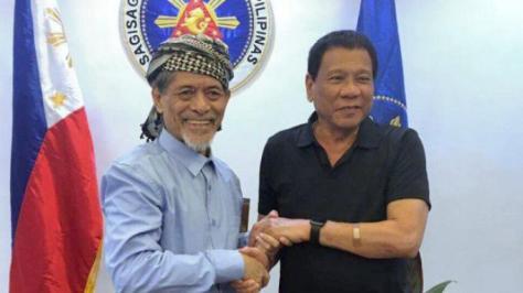 Presiden Filipina Rodrigo Duterte menerima tawaran pimpinan Front Pembebasan Nasional Moro ( Moro National Liberation Front, Nur Misuari. (Inquirer)