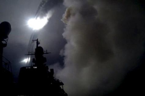 Rusia saat menguji tembak rudal di Laut Kaspia. (REUTERS)