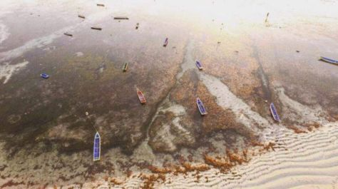 Suasana pantai di Pulau Rote, pulau paling selatan Indonesia. (BBC)