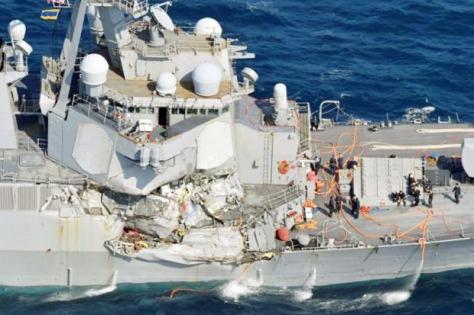 USS Fitzgerald mengalami kerusakan akibat tabrakan dengan kapal niaga Filipina di lepas pantai Jepang. (Istimewa)