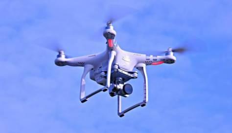 Drone (Pixabay MabelAmber)