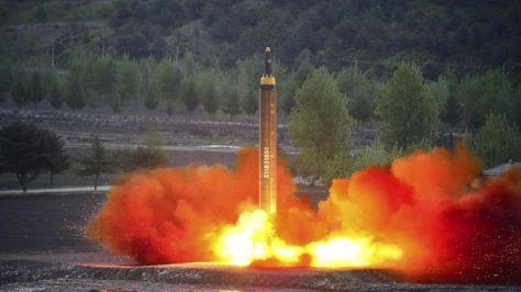 Korea Utara kembali melakukan uji coba rudal pada Selasa (0407) bertepatan dengan hari kemerdekaan Amerika Serikat. (KCNA via REUTERS)