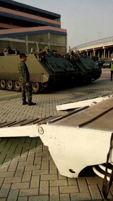 M109A4, Sherpa, dan M113 tiba di Pelabuhan Tanjung Priok (25072017). (Alaric Defence)