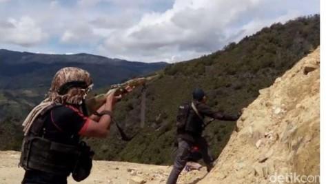 Polisi Baku Tembak dengan Kelompok Bersenjata di Papua. (Detik)