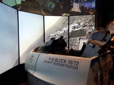 Simulator Pesawat F-16 Milik AS. (MTVN)