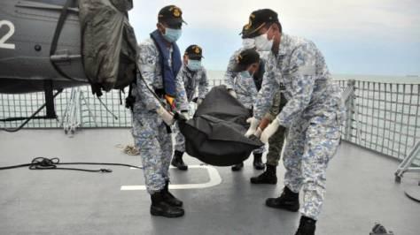 AL Malaysia Temukan Satu Korban Kapal Perang AS. (Humas TLDM)