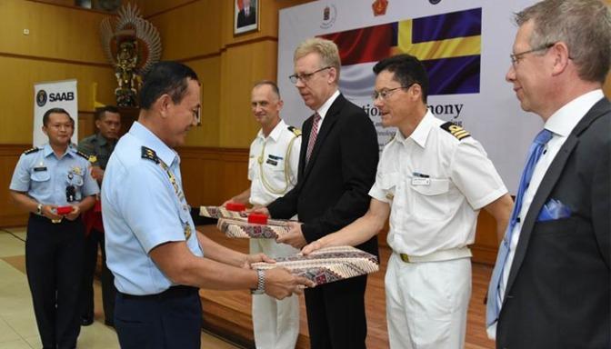Aspers Panglima TNI Wisuda 16 Siswa Swedish Defence University