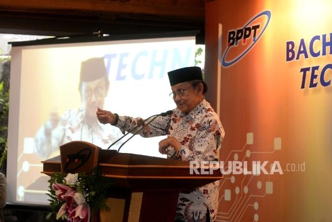 Cerita Habibie Saat Pertama Kali Diminta Pulang Soeharto