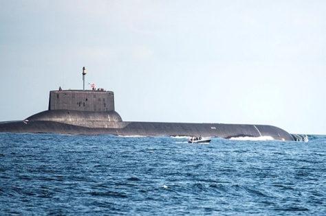 Kapal selam nuklir Dmitry Donskoy milik Rusia. (REUTERS)