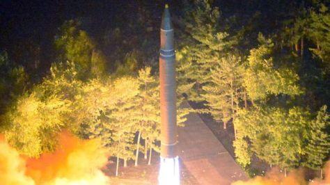 Korea Utara tembakkan tiga rudal balistik jarak pendek pada Sabtu (2608). (KCNA via Reuters)