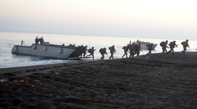 Marinir TNI AL Operasi Pendaratan di Banongan Situbondo
